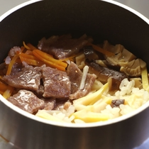 【夕食】肉汁がしみ込んで絶品の<和王釜飯>
