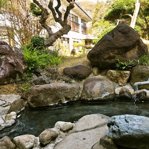 お庭にある愛犬用の温泉