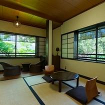 【天橋立を眺める和室6畳】こじんまりとした雰囲気が2人にちょうどいい。