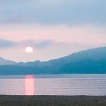 天橋立から望む朝日