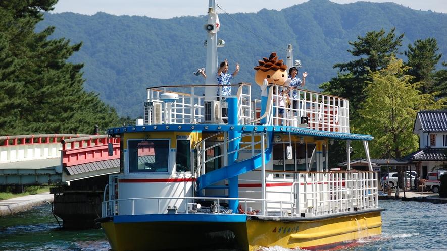 観光船で天橋立を渡る