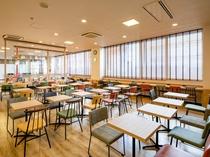 【ライブラリーカフェ】お仕事や商談、旅の相談スペースとしてもご利用いただけます。