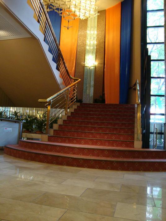 1Fロビー(階段)
