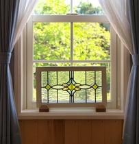 小窓のステンドグラス