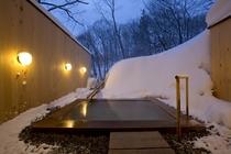 貸切露天風呂[寿老人]の入って雪見風呂