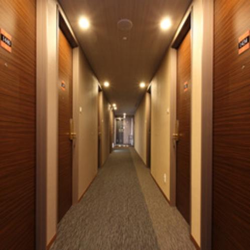 広瀬川をイメージした客室廊下