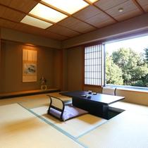 ◇【清流閣】準特別室・15畳。窓の前には、掘りごたつ風のテーブル席も。