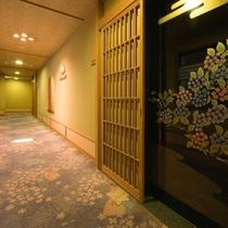 ◇【清流閣】漆塗りの扉。