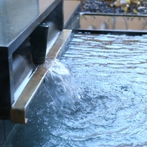 ◇泉質は、肌に優しい柔らかな単純硫黄泉。良質な源泉掛け流しを存分にお楽しみください。