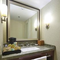ケアロヒラニタワーのお部屋のバスルーム一例