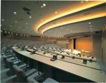 346名収容の大講堂