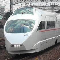 新宿駅よりロマンスカーにて約90分。終点「箱根湯本」まで。