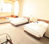 J新館2Fツインベットルーム+畳スペースJ221.222