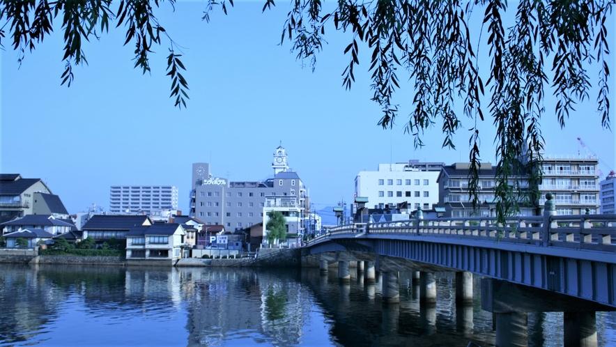 ■当館は宍道湖:大橋川:京橋川に囲まれた湖畔のホテルです■