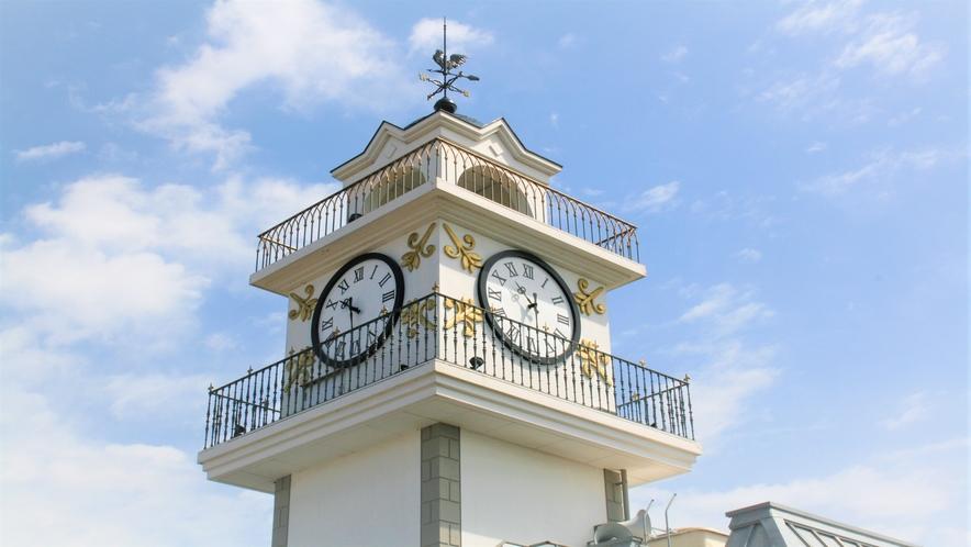 ■時をお届けして140余年■隣の別館屋上の当館シンボルの時計台は松江のランドマークです■