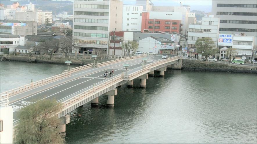 ■眼下には銘橋松江大橋!当館は宍道湖:大橋川:京橋川に囲まれた湖畔のホテルです■