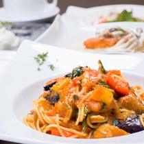 *地元自慢の野菜と魚をふんだんに使ったパスタメインのイタリアンコースは若い女性に人気です♪