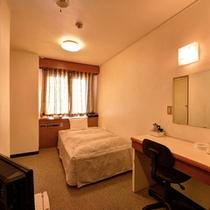 *洋室シングル(客室一例)/ビジネス&一人旅でのご宿泊に◎のんびりとお寛ぎ下さい。