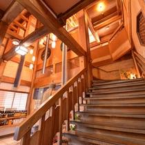 *網元別館/重厚な木道二階建て造り。純和風のしつらえが落ち着くお食事処。