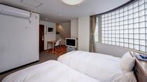 *洋室ツインA(客室一例)/カップルやご夫婦でのご宿泊にオススメ!ふかふかのベッドで安眠の夜を。