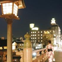 """★松江市民の宝物""""銘橋松江大橋""""と松江シティホテルの時計台は夜の松江の名物スポットです★"""