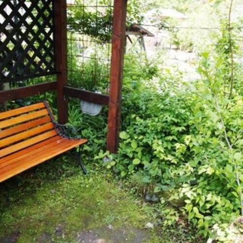 庭のベンチ