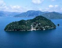 琵琶湖に浮かぶパワースポット竹生島