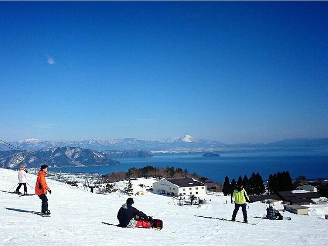 琵琶湖が一望出来る箱舘山スキー場まで車で約20分です。