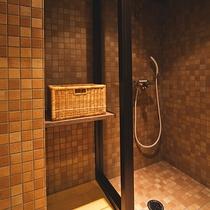 お部屋にシャワーブースを完備(446号室は除く)