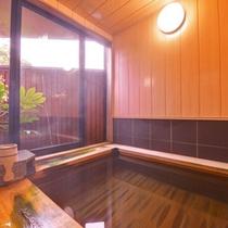 【天橋立温泉】こじんまりとしていますが、檜の香りをお楽しみいただきながら、美肌の湯をご堪能下さい。