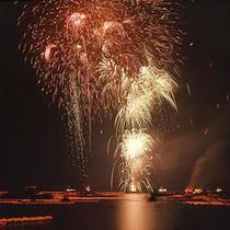 【宮津灯籠流し】8月16日限定の伝統行事!フィナーレの花火も大満足♪