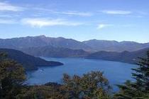 半月山展望台から中禅寺湖を望む