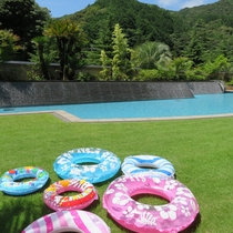 【夏休みイベント】屋外ガーデンプール(7/21~8/30・11:00~17:00)