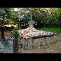 野間大坊の境内にある源義朝の墓