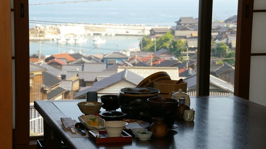 【海側・お食事処からの風景】朝は間人漁港を一望しながら、ゆっくりと朝食を♪
