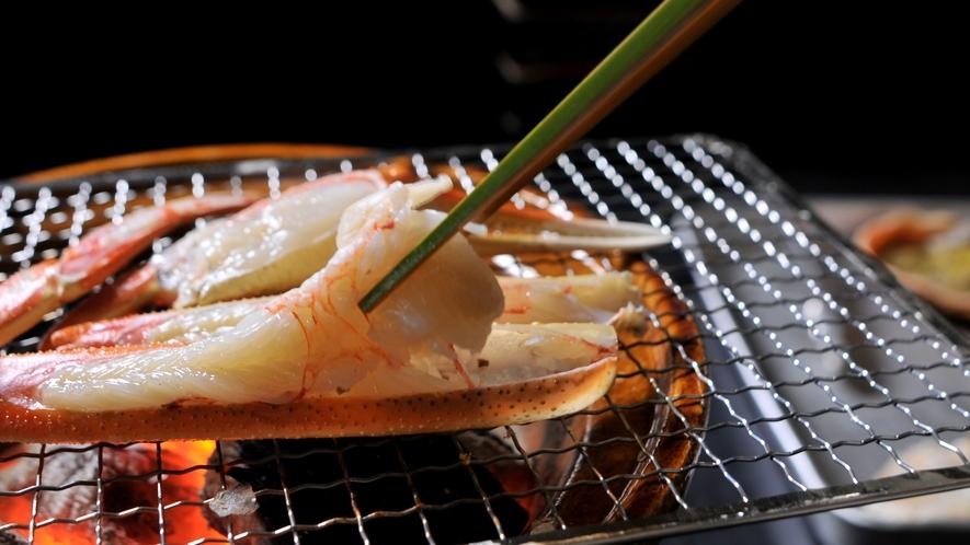 【焼きガニ】炭火で焼き上げた濃厚な蟹の味わいは格別です。