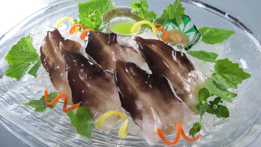 【とり貝】「丹後とり貝」は大型肉厚、それでいて柔らかくて独特な深い甘みが特徴です。