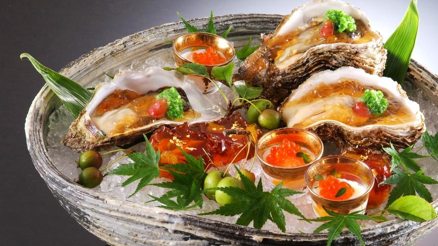 【岩牡蠣】初夏・最旬食材の丹後産の特大・岩牡蠣、濃厚でクリーミーな味わいをお楽しみ頂けます。