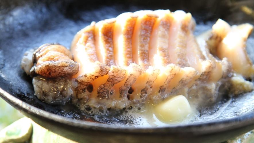 【アワビ】バターと焼き上げるアワビステーキ。