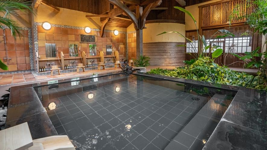 【昭恋の湯】アメリカ人彫刻家による古き良き日本を表現したアートな浴室。