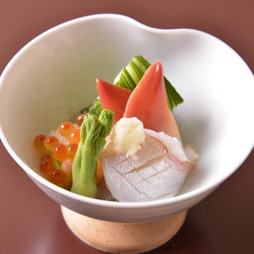 【ご夕食(酢の物)】季節感あふれる「懐石料理」の一例