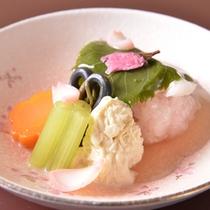 【ご夕食(炊合せ)】季節感あふれる「懐石料理」の一例