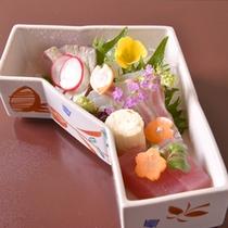 【ご夕食(お造り)】季節感あふれる「懐石料理」の一例