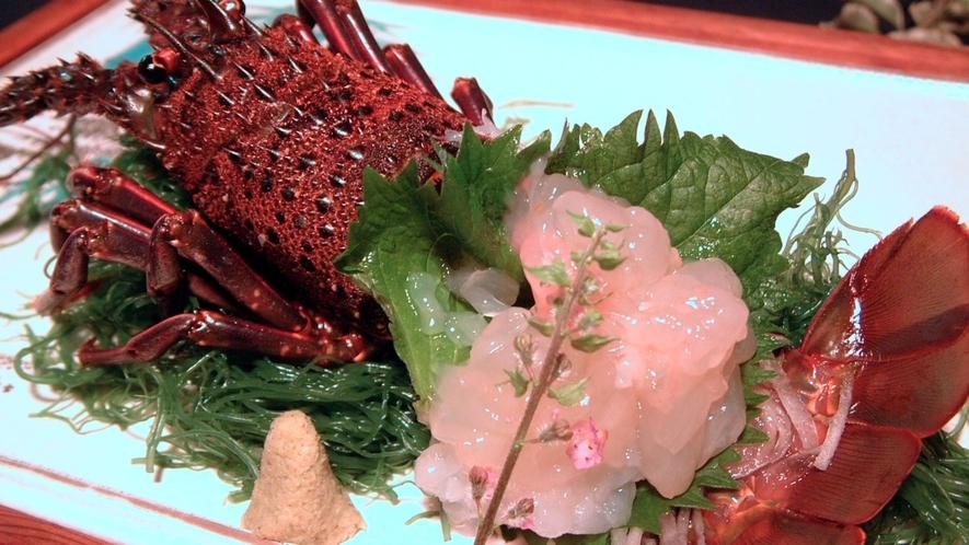 新鮮な伊勢海老をお刺身でお召し上がりください。