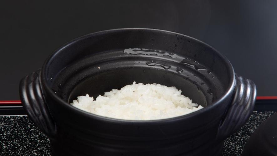 会席料理/炊き立てほかほかのご飯。