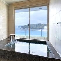 露天風呂付客室「浜水晶・特別室」 緑の晶 浴室