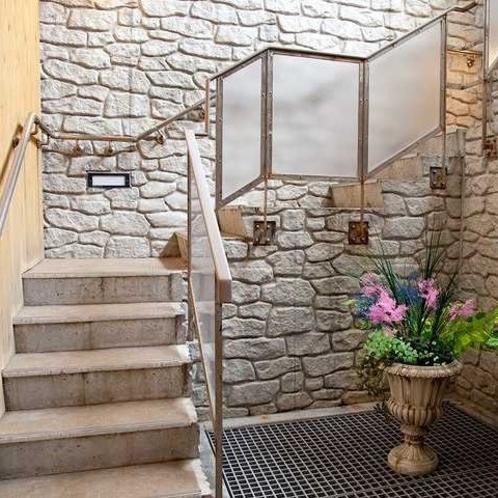 露天風呂への入口◆階段を上るとそこは一面に広がる海景色♪