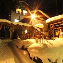 冬季の当館外観になります。お気をつけてお越しください。
