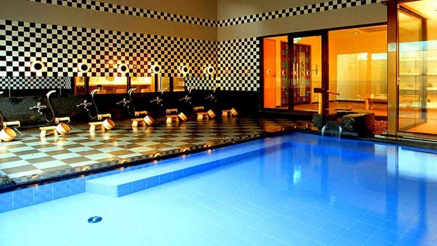【温泉】男女別大浴場。今は数少なくなった、源泉を毎日入れ替えを行う宿。それ目当てのリピーターも多い