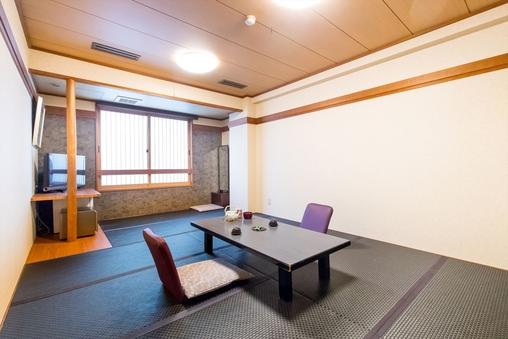 ■黒畳の和室8〜12畳■ バス・トイレ付き